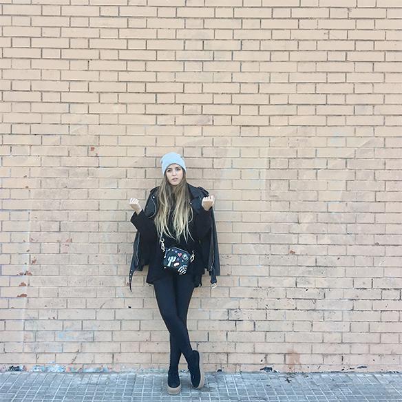 15-colgadas-de-una-percha-anna-duarte-chaqueta-perfecto-jacket-cuero-leather-gorro-beanie-bolso-dibujos-drawing-handbag-9