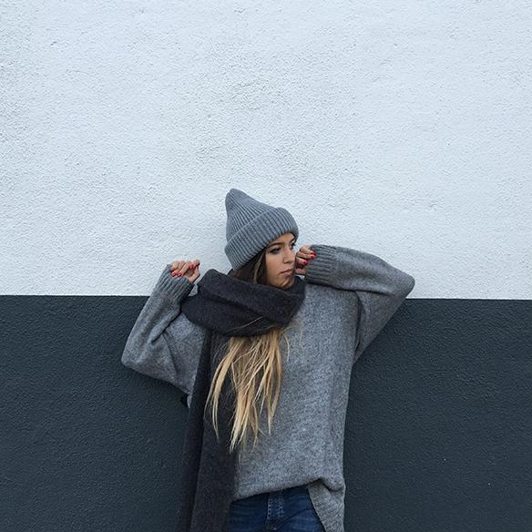 15-colgadas-de-una-percha-anna-duarte-gris-grey-gorro-cap-bufanda-scarf-lana-wool-jersey-xl-jumper-1