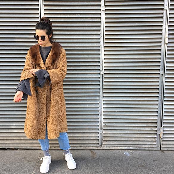 15-colgadas-de-una-percha-blanche-abrigo-vintage-coat-jeans-bambas-trainers-3