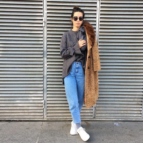 15-colgadas-de-una-percha-blanche-abrigo-vintage-coat-jeans-bambas-trainers-4