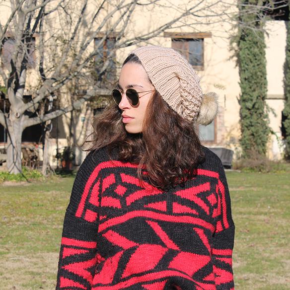 15-colgadas-de-una-percha-blanche-gorro-beanie-jeans-jersey-rojo-negro-red-black-jumper-4