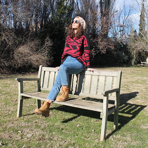 15-colgadas-de-una-percha-blanche-gorro-beanie-jeans-jersey-rojo-negro-red-black-jumper-5