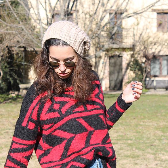 15-colgadas-de-una-percha-blanche-gorro-beanie-jeans-jersey-rojo-negro-red-black-jumper-8