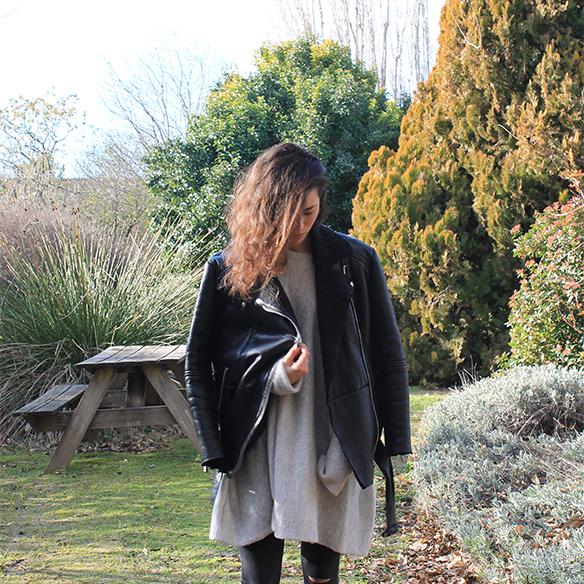15-colgadas-de-una-percha-blanche-gris-grey-ripped-jeans-chaqueta-borreguito-skinsheep-jacket-1