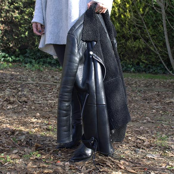 15-colgadas-de-una-percha-blanche-gris-grey-ripped-jeans-chaqueta-borreguito-skinsheep-jacket-6