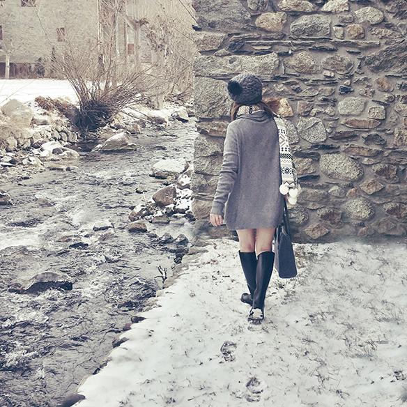15-colgadas-de-una-percha-carla-kissler-maxi-jersey-gris-grey-maxi-jumper-bufanda-scarf-gorro-cap-botas-boots-felpa-plush-5