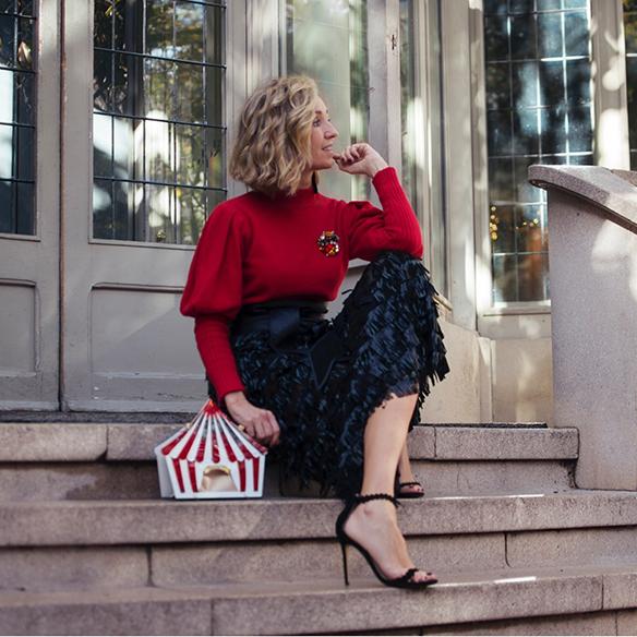 15-colgadas-de-una-percha-maica-jau-fringes-leather-skirt-falda-flecos-cuero-red-rojo-bolso-fantasia-fantasy-handbag-1