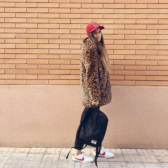 15-colgadas-de-una-percha-anna-duarte-animal-print-leopard-coat-abrigo-leopardo-gorra-pana-corduroy-cap-joggings-bambas-trainers-10