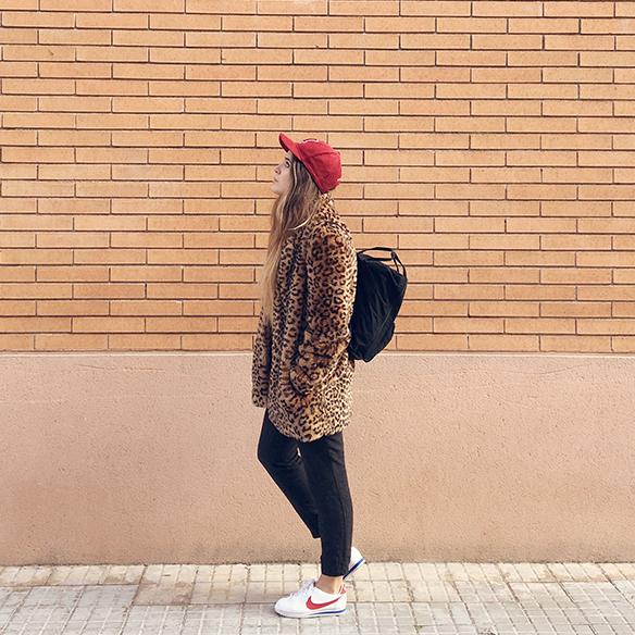 15-colgadas-de-una-percha-anna-duarte-animal-print-leopard-coat-abrigo-leopardo-gorra-pana-corduroy-cap-joggings-bambas-trainers-1