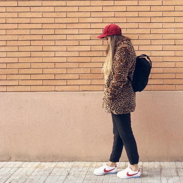 15-colgadas-de-una-percha-anna-duarte-animal-print-leopard-coat-abrigo-leopardo-gorra-pana-corduroy-cap-joggings-bambas-trainers-5