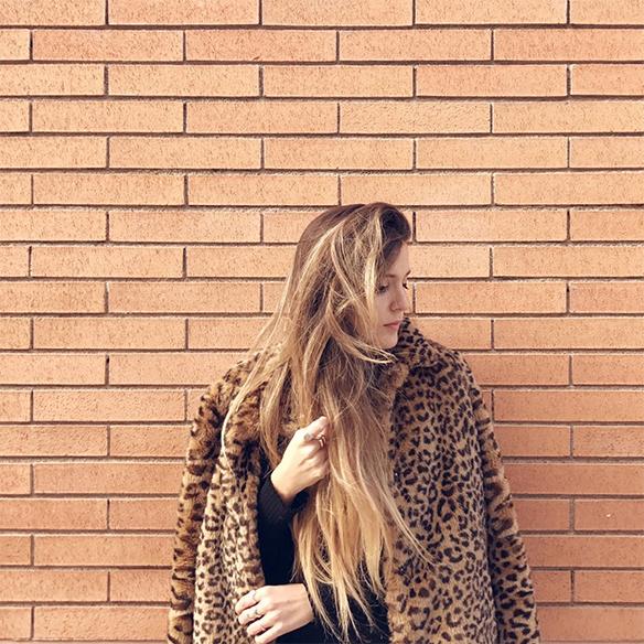 15-colgadas-de-una-percha-anna-duarte-animal-print-leopard-coat-abrigo-leopardo-gorra-pana-corduroy-cap-joggings-bambas-trainers-6