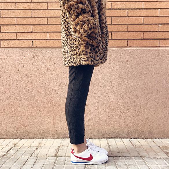 15-colgadas-de-una-percha-anna-duarte-animal-print-leopard-coat-abrigo-leopardo-gorra-pana-corduroy-cap-joggings-bambas-trainers-7