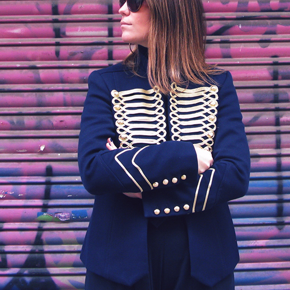 15-colgadas-de-una-percha-carla-kissler-chaqueta-militar-sgt-peppers-military-jacket-culottes-cuello-alto-turtleneck-azul-marino-dorado-gold-dark-blue-animal-print-leopard-leopardo-3