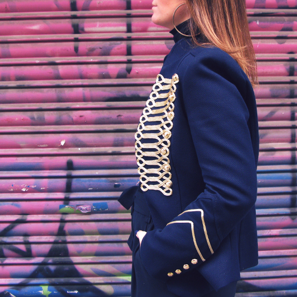 15-colgadas-de-una-percha-carla-kissler-chaqueta-militar-sgt-peppers-military-jacket-culottes-cuello-alto-turtleneck-azul-marino-dorado-gold-dark-blue-animal-print-leopard-leopardo-7
