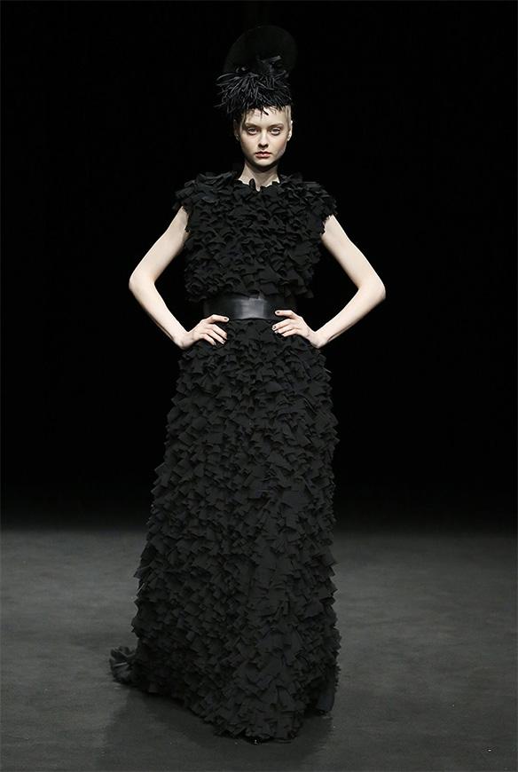15-colgadas-de-una-percha-las-sorpresas-de-la-080-bcn-fashion-moda-barcelona-desfile-antonio-miro-10