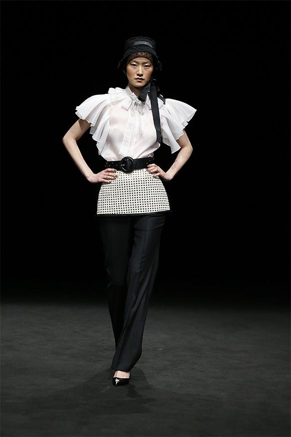 15-colgadas-de-una-percha-las-sorpresas-de-la-080-bcn-fashion-moda-barcelona-desfile-antonio-miro-7