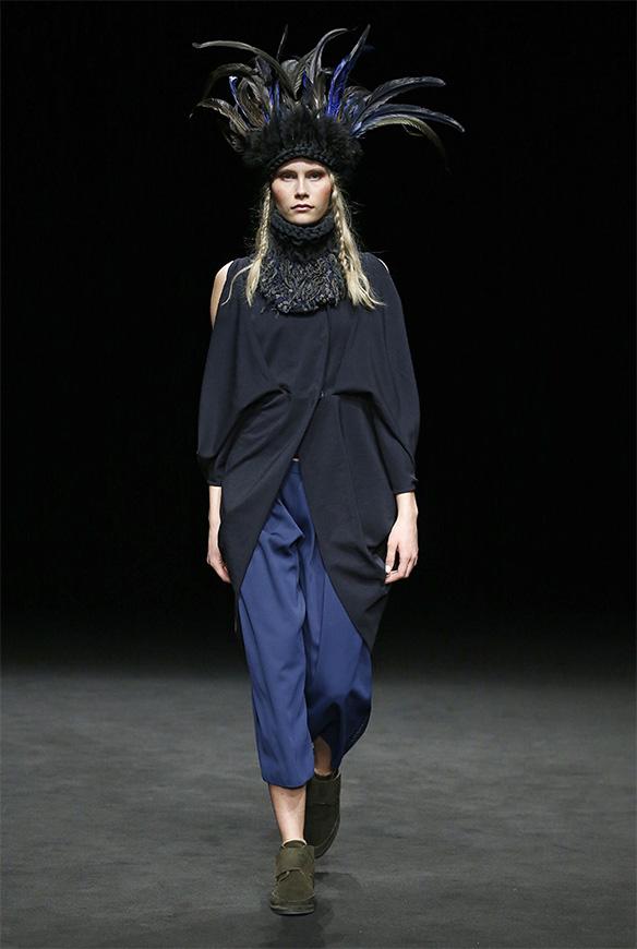 15-colgadas-de-una-percha-las-sorpresas-de-la-080-bcn-fashion-moda-barcelona-desfile-txell-miras-1