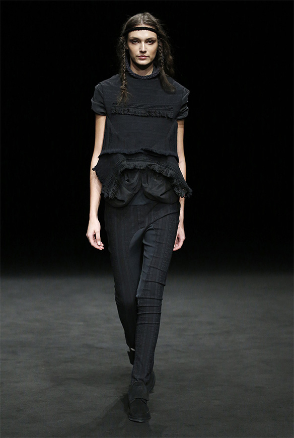 15-colgadas-de-una-percha-las-sorpresas-de-la-080-bcn-fashion-moda-barcelona-desfile-txell-miras-2
