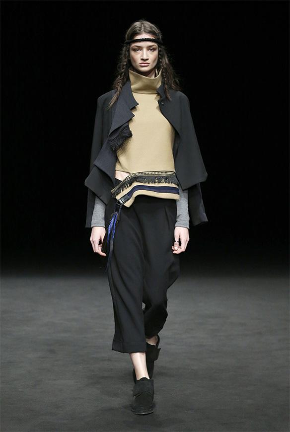 15-colgadas-de-una-percha-las-sorpresas-de-la-080-bcn-fashion-moda-barcelona-desfile-txell-miras-3