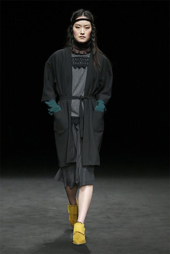 15-colgadas-de-una-percha-las-sorpresas-de-la-080-bcn-fashion-moda-barcelona-desfile-txell-miras-7