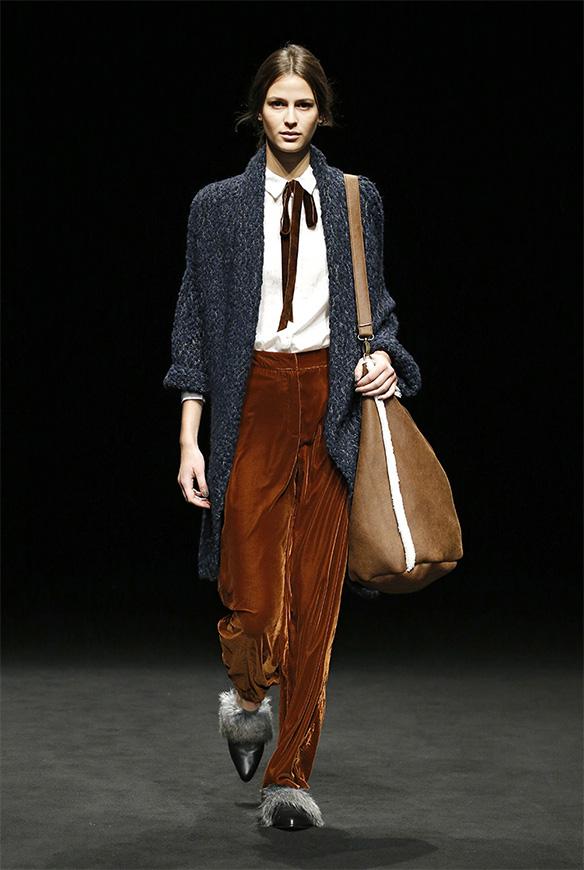 15-colgadas-de-una-percha-las-sorpresas-de-la-080-bcn-fashion-moda-barcelona-desfile-yerse-1