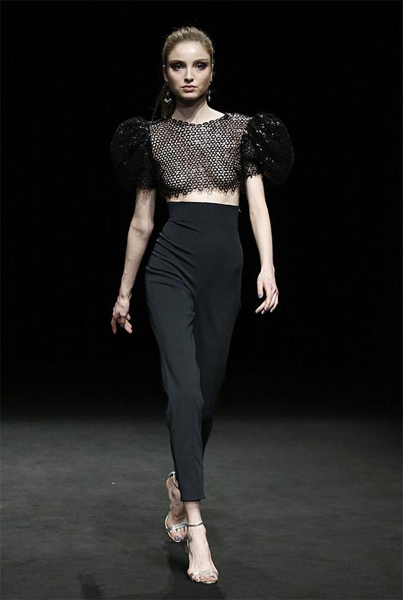 15-colgadas-de-una-percha-las-sorpresas-de-la-080-bcn-fashion-moda-barcelona-desfile-ze-garcia-1