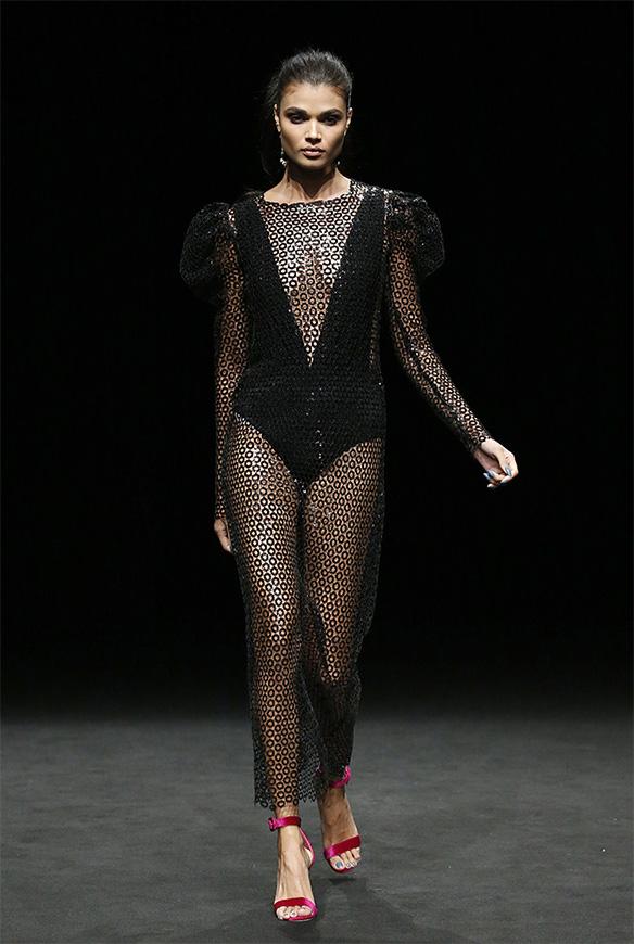15-colgadas-de-una-percha-las-sorpresas-de-la-080-bcn-fashion-moda-barcelona-desfile-ze-garcia-12