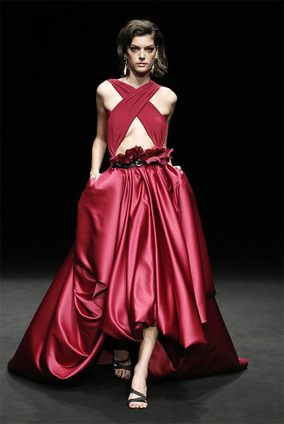 15-colgadas-de-una-percha-las-sorpresas-de-la-080-bcn-fashion-moda-barcelona-desfile-ze-garcia-13