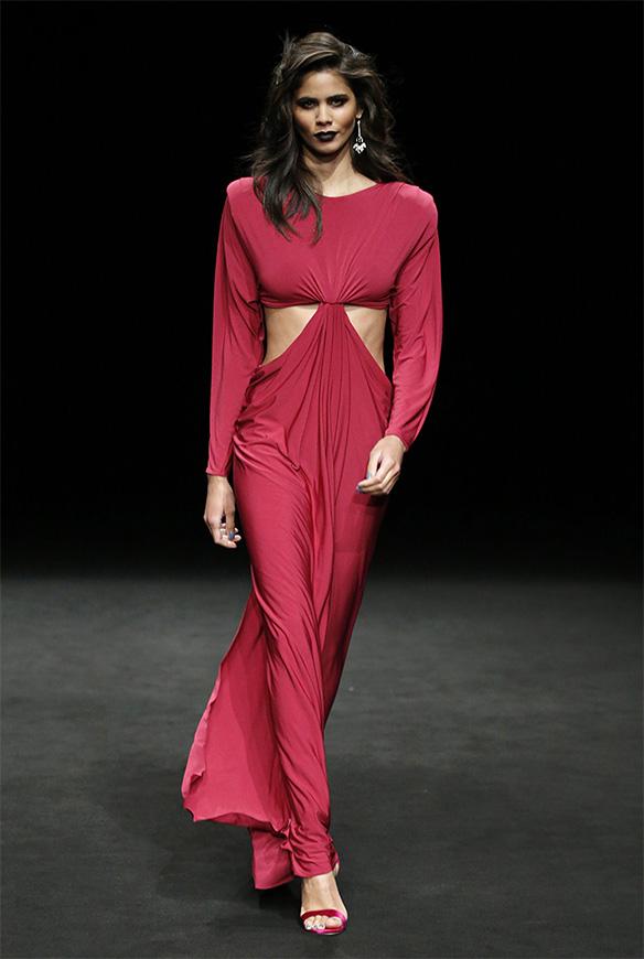 15-colgadas-de-una-percha-las-sorpresas-de-la-080-bcn-fashion-moda-barcelona-desfile-ze-garcia-15