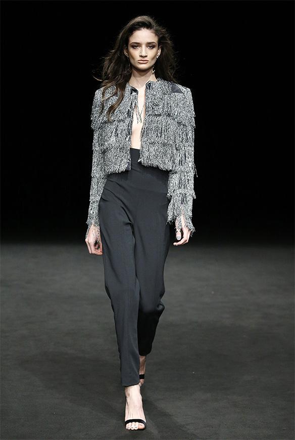 15-colgadas-de-una-percha-las-sorpresas-de-la-080-bcn-fashion-moda-barcelona-desfile-ze-garcia-16