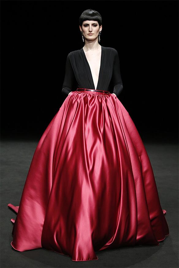 15-colgadas-de-una-percha-las-sorpresas-de-la-080-bcn-fashion-moda-barcelona-desfile-ze-garcia-17