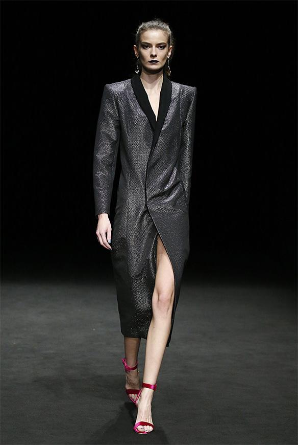 15-colgadas-de-una-percha-las-sorpresas-de-la-080-bcn-fashion-moda-barcelona-desfile-ze-garcia-3