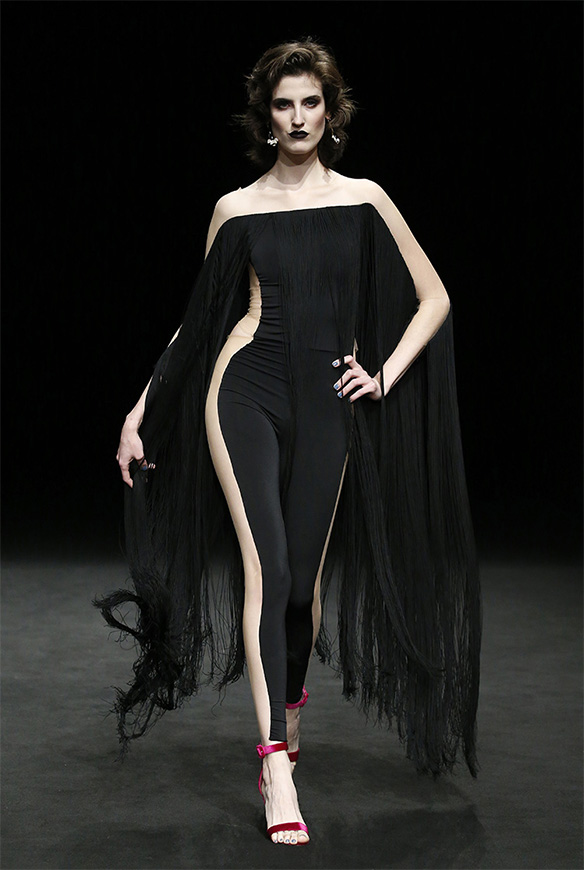 15-colgadas-de-una-percha-las-sorpresas-de-la-080-bcn-fashion-moda-barcelona-desfile-ze-garcia-6