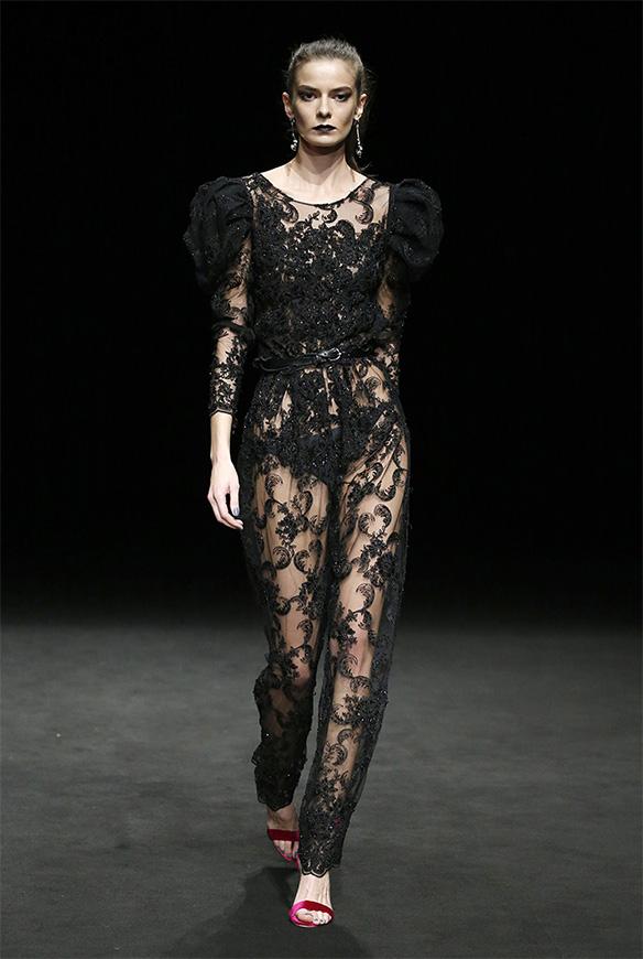15-colgadas-de-una-percha-las-sorpresas-de-la-080-bcn-fashion-moda-barcelona-desfile-ze-garcia-9