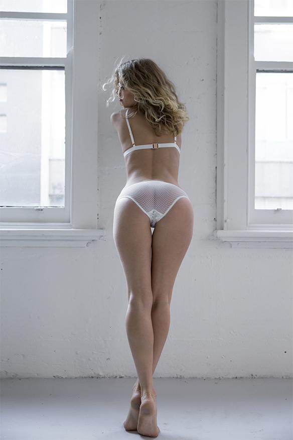 15-colgadas-de-una-percha-san-valentin-lenceria-ropa-interior-lingerie-underwear-saint-valentines-day-kat-the-label-7