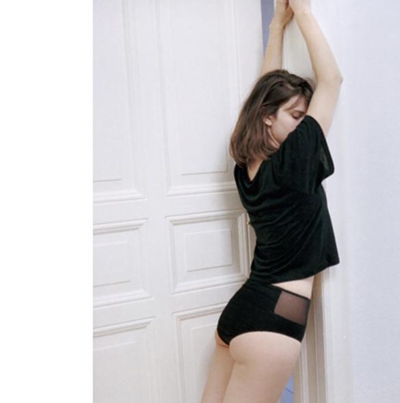 15-colgadas-de-una-percha-san-valentin-lenceria-ropa-interior-lingerie-underwear-saint-valentines-day-the-nude-label-5
