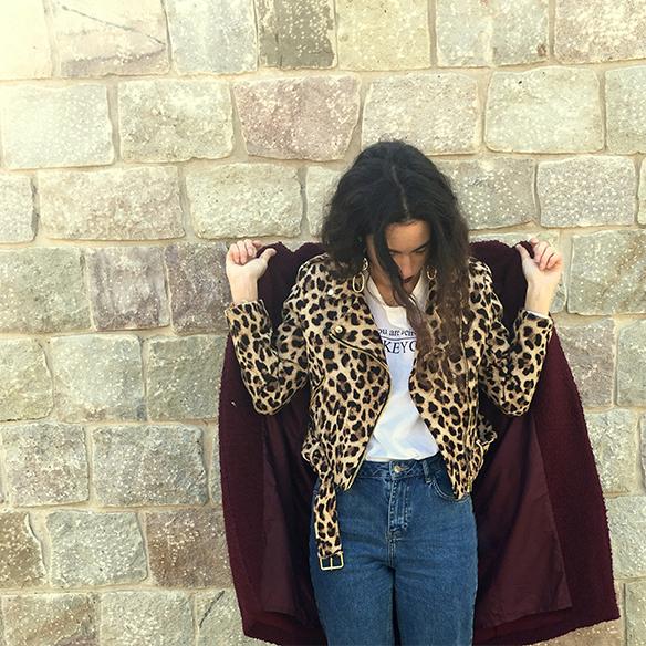 15-colgadas-de-una-percha-blanche-animal-print-leopard-biker-chaqueta-leopardo-abrigo-burdeos-burgundy-coat-mocasines-loafers-6