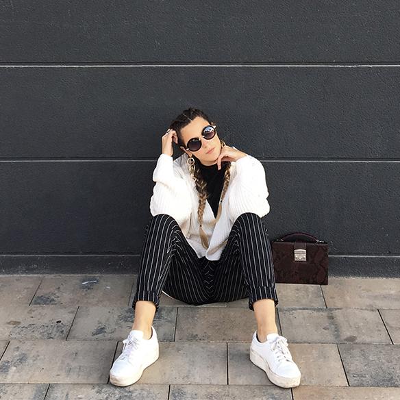 colgadas-de-una-percha-anna-duarte-moda-fashion-overlays-sobreposiciones-black-and-white-blanco-y-negro-double-braids-trenzas-dobles-burdeos-burgundy-1
