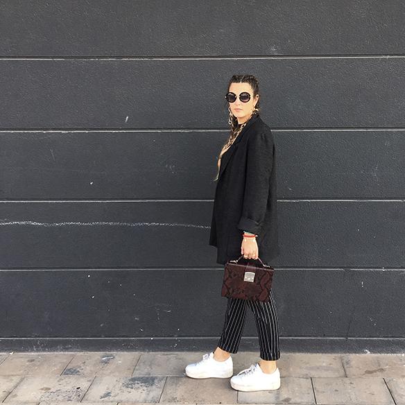 colgadas-de-una-percha-anna-duarte-moda-fashion-overlays-sobreposiciones-black-and-white-blanco-y-negro-double-braids-trenzas-dobles-burdeos-burgundy-2