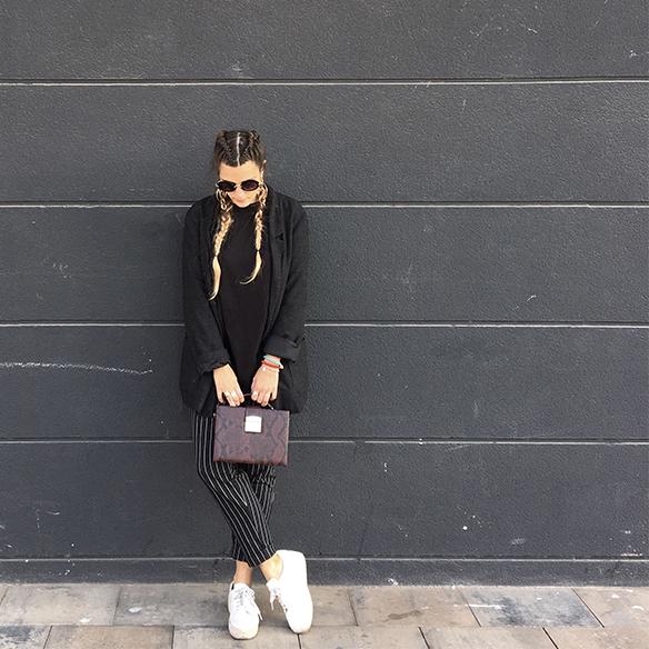 colgadas-de-una-percha-anna-duarte-moda-fashion-overlays-sobreposiciones-black-and-white-blanco-y-negro-double-braids-trenzas-dobles-burdeos-burgundy-4