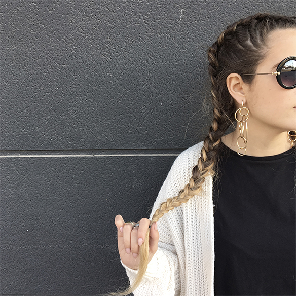 colgadas-de-una-percha-anna-duarte-moda-fashion-overlays-sobreposiciones-black-and-white-blanco-y-negro-double-braids-trenzas-dobles-burdeos-burgundy-5